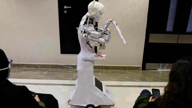 Mısırlı Mucit, Yalnızca COVID-19'lu Hastalarla İlgilenecek Robot Geliştirdi