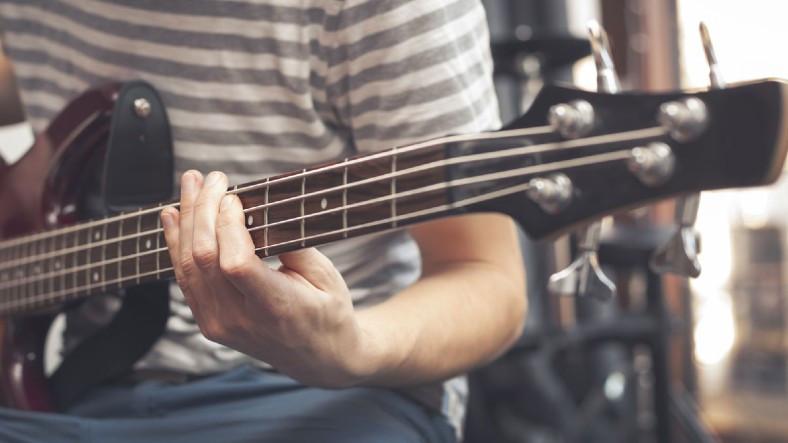 YouTube'da Hiç Durmadan Bas Gitar Solosu Atan Bir Yapay Zeka Geliştirildi